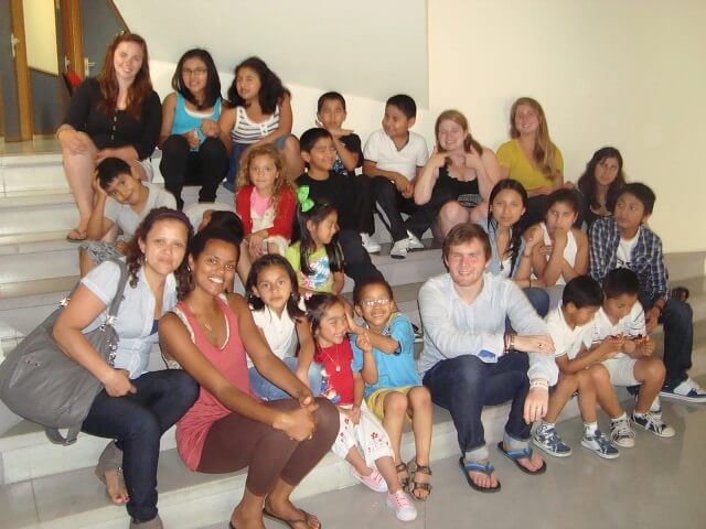 Kierra with the Association of Ecuadorian Residents in Oviedo, during the last day of tutoring.